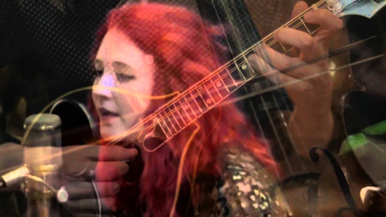 "Janet Devlin Performs ""Creatures of the Night"" Live at A+B Studios"