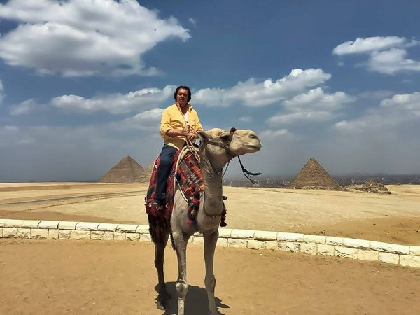 Music Legend Engelbert Humperdinck Takes on Cairo, Egypt