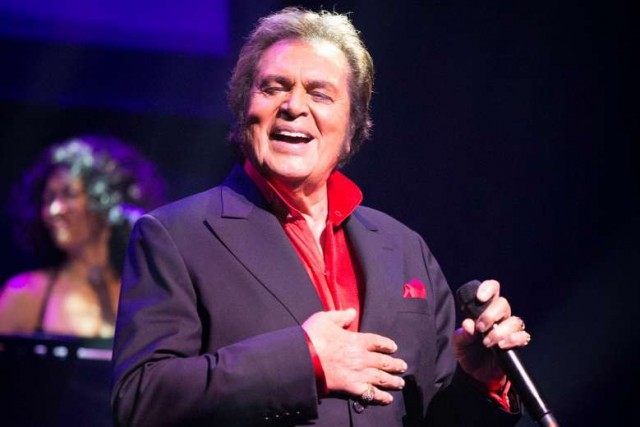 Engelbert Humperdinck Knocks The Socks Off of Fans in Singapore