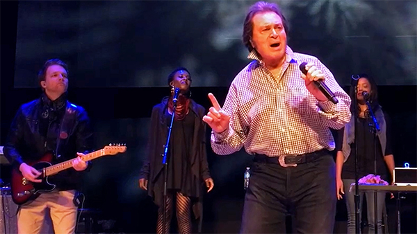Engelbert Humperdinck - The Man I Want to Be (Live)