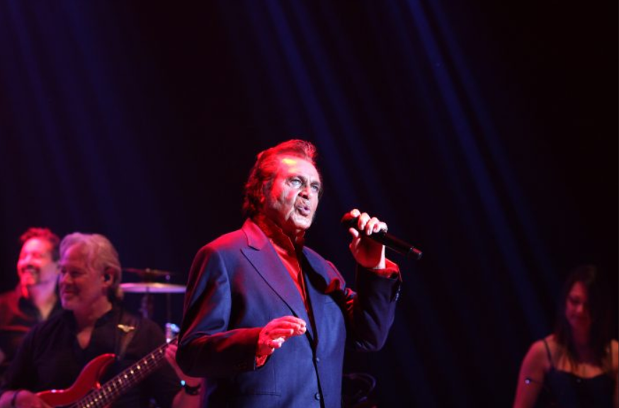 The Man I Want to Be Tour 'Wows' Engelbert Fans in Lynn, MA