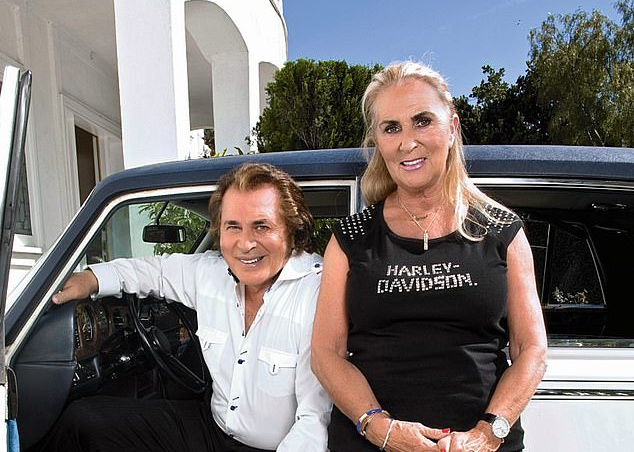 daily mail engelbert humperdinck warmest christmas wishes
