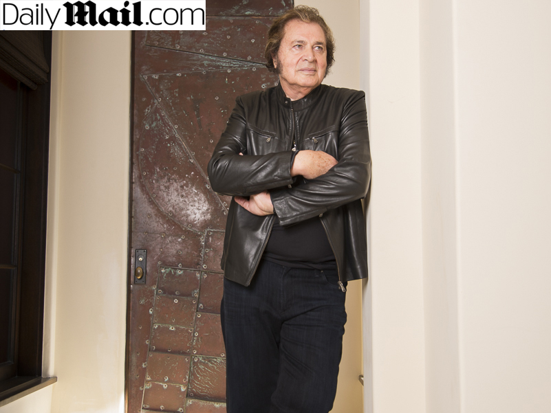 "Engelbert Humperdinck Gives a Unique ""Quickfire"" Interview with DailyMail"