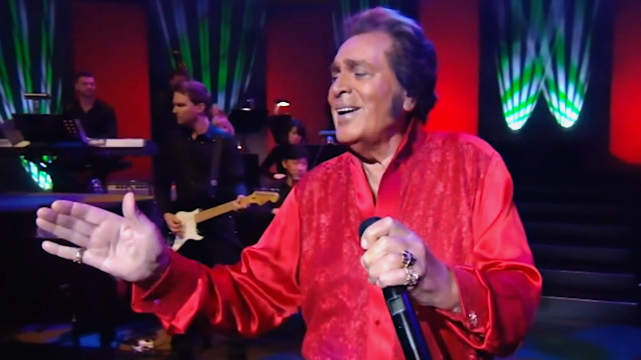 "Watch Engelbert's performance of ""Driving Home for Christmas"" from Engelbert Humperdinck in Hawai'i!"