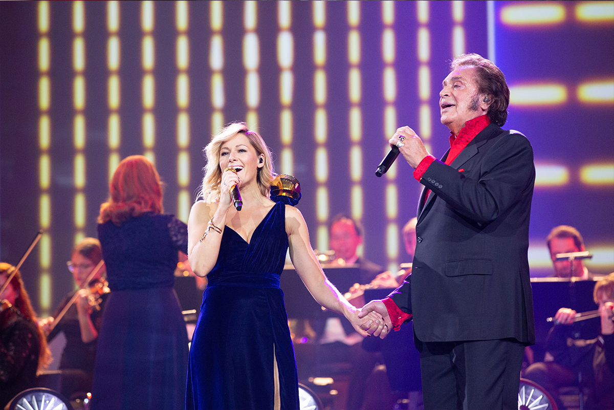 Engelbert Humperdinck performs on The Helene Fischer Show!